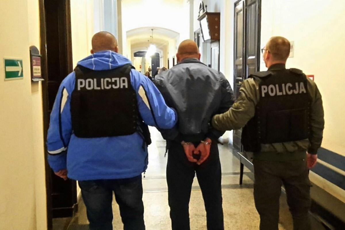 doprowadzenie do sądu_tymczasowy areszt_bójka przy Magdzińskiego - KWP
