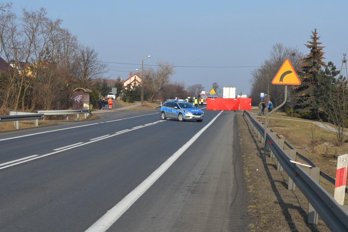 tragiczny wypadek_pow. toruński - potrącenie pieszych - KMP Toruń