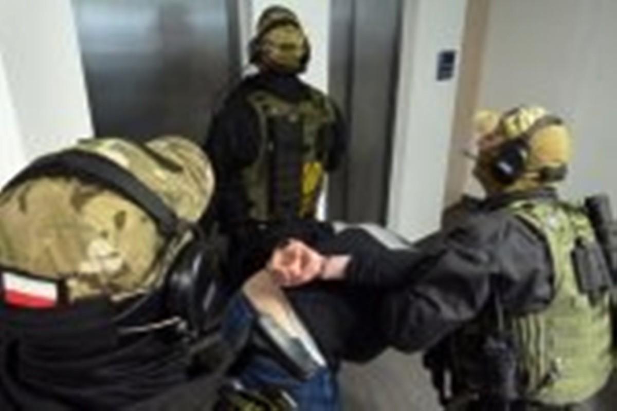 zatrzymanie 23-latka, policja_antyterroryści_KMP Toruń
