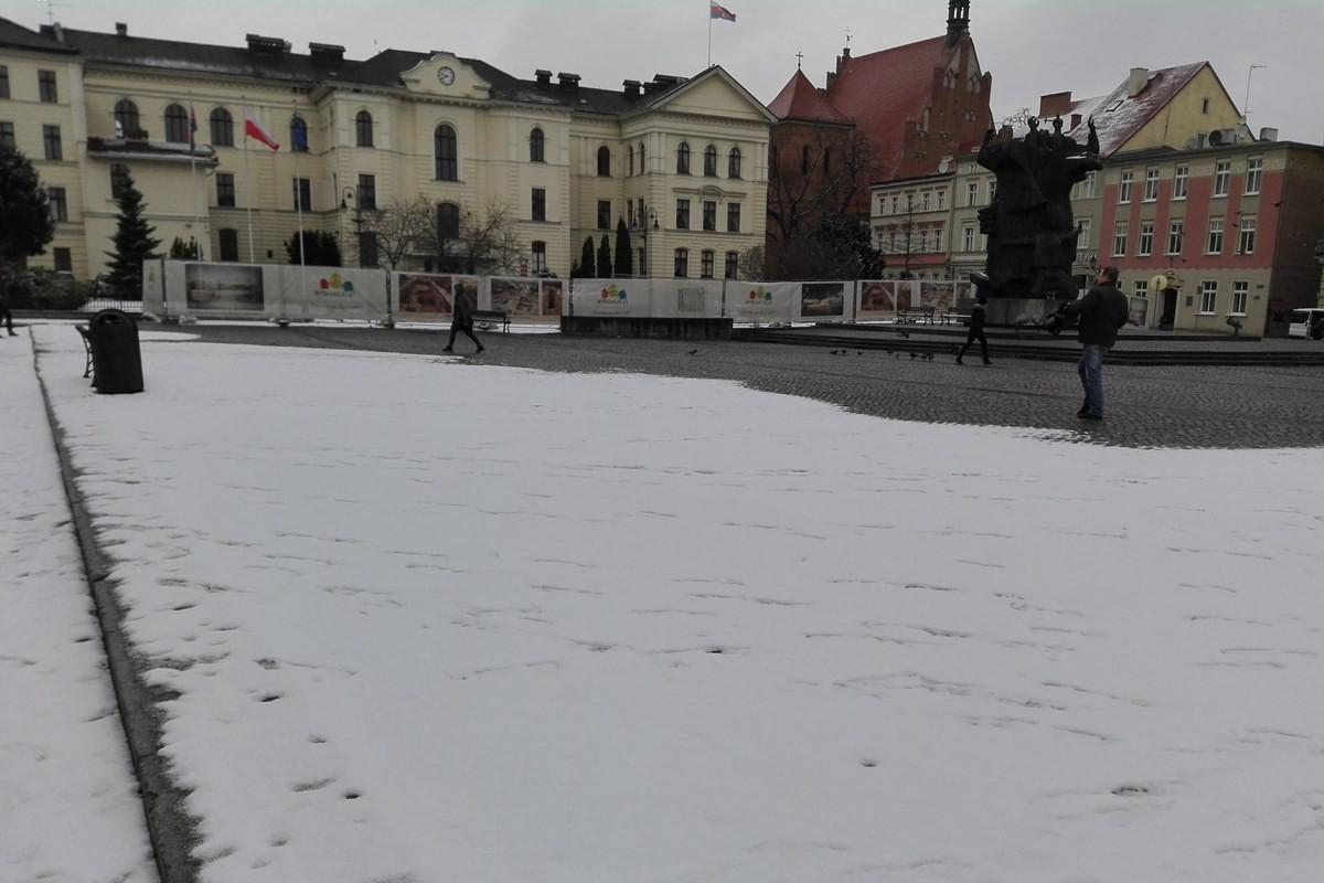 zima, stary rynek, śnieg, pogoda - bb