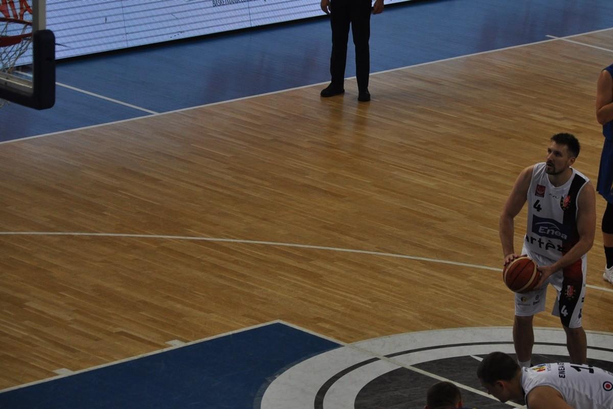 I liga koszykarzy_ Enea Astoria Bydgoszcz - SKK Siedlce_ Dorian Szyttenholm - SF (2)