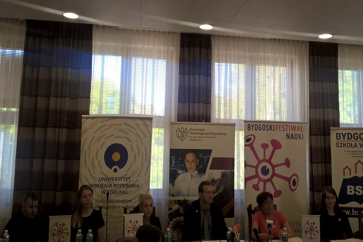 Michał Cichoracki (WSG), Aleksandra Konopka (CM), Aleksandra Kreńska (UTP), prof. Marek Macko (prorektor UKW), Maria Sobieszczyk (UKW), Justyna Ożóg (BSW) - konferencja dot. Bydgoskich Dni Nauki_SF