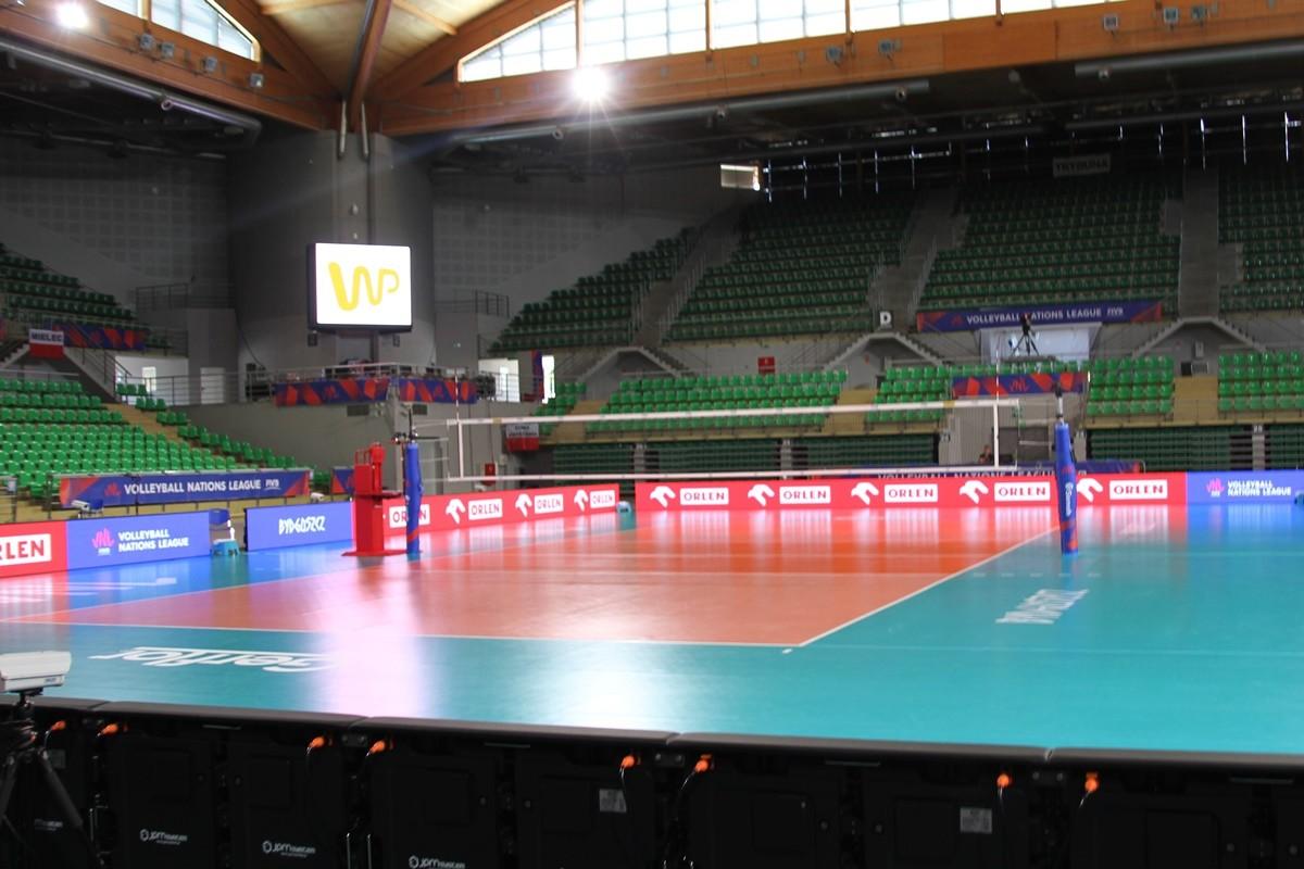 HSW Łuczniczka Bydgoszcz_ parkiet do meczu siatkówki_SF