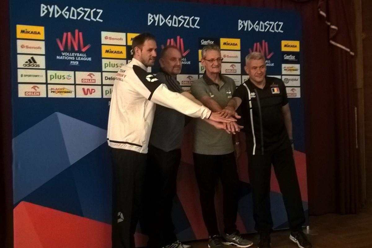 Konferencja prasowa_ Liga Narodów siatkarek - trenerzy Felix Koslowski (Niemcy), Jacek Nawrocki (Polska), Guillermo Ordona (Argentyna), Gert Vande Broeck (Belgia) - SF (1)