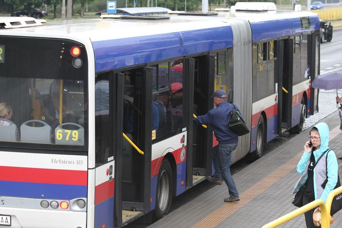 autobus_ linia 61_ kierunek Rekinowa (przystanek Wojska Polskiego-Kładka)_ SF (1)