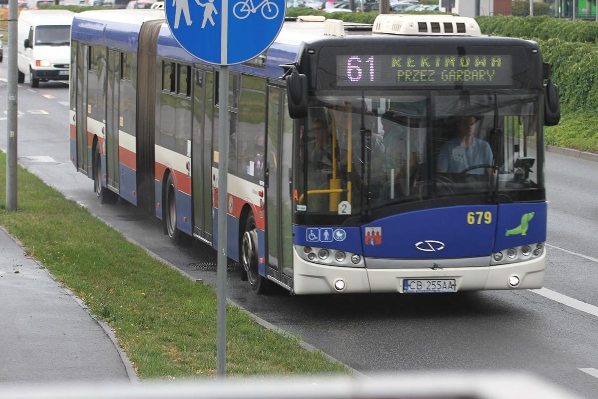 autobus_ linia 61_ kierunek Rekinowa (przystanek Wojska Polskiego-Kładka)_ SF (2)