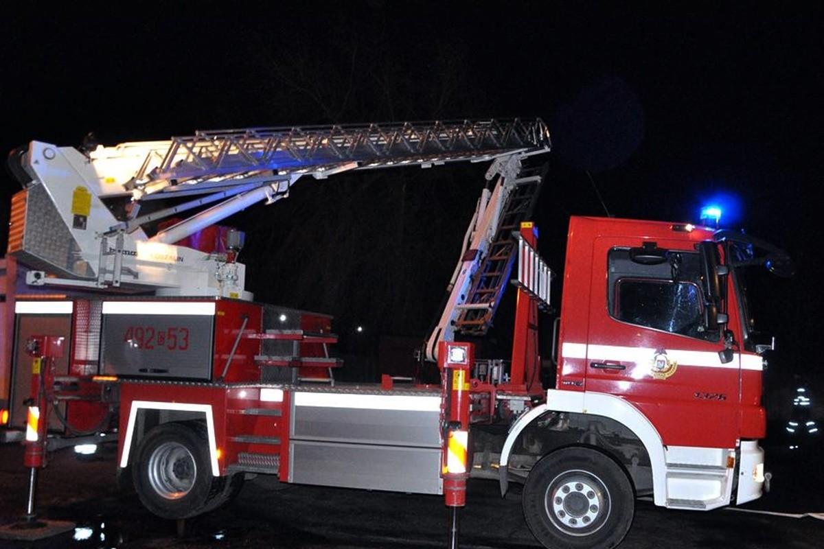 straż pożarna_wóz strażacki - na sygnale_ Maciej Rejment