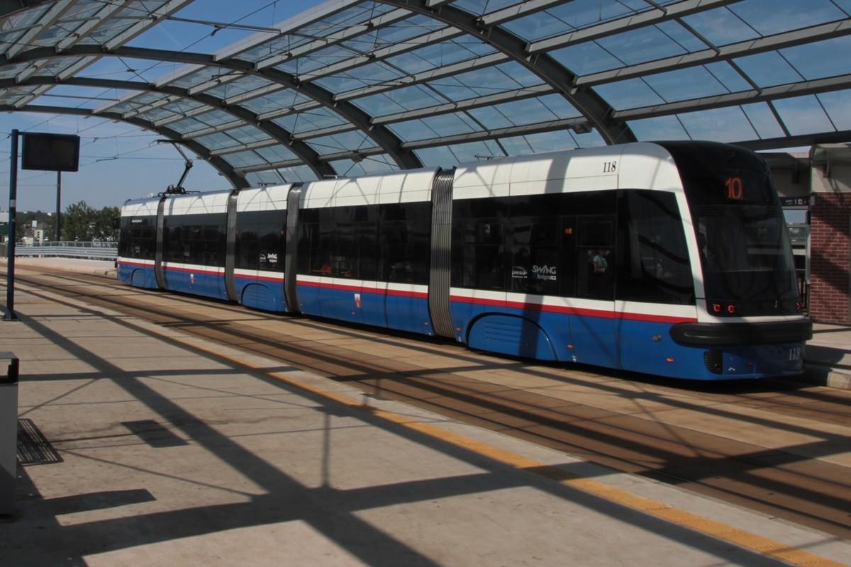 tramwaj_ linia nr 10 (przystanek Dworzec Wschód)_ SF