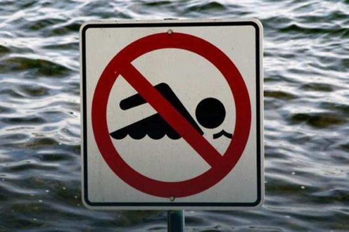 znak_zakaz kąpieli - zdj. ilustracyjne