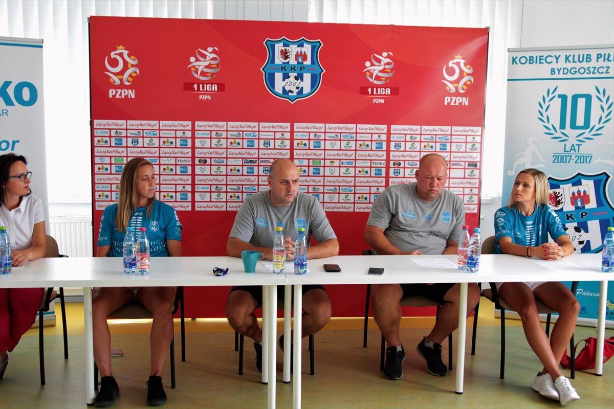 Jessie Vilkofsky, Szymon Kowalik, Adam Góral, Agata Stępień_ konferencja prasowa KKP Bydgoszcz_ SG