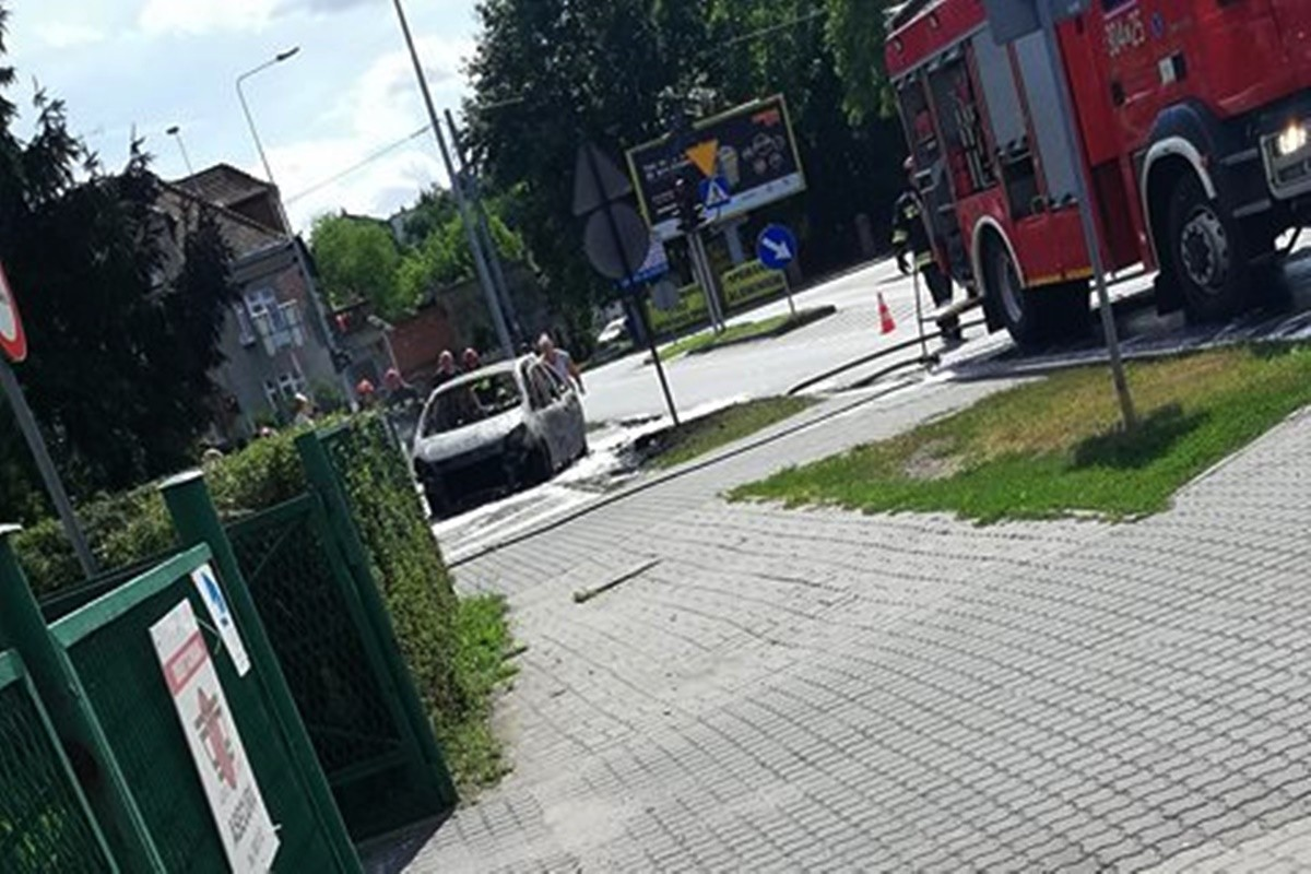 pożar auta_ bronikowskiego Bydgoszcz - nadesłane-1
