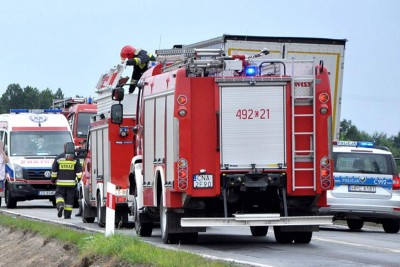 straż pożarna, policja, ambulans_ na sygnale - wypadek_ MR
