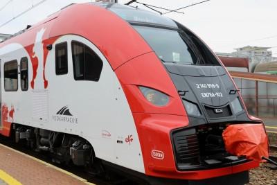 Elf2_ Pesa Bydgoszcz - przekazanie pociągów do woj. podkarpackiego_ UM woj. podkarpackiego (2)