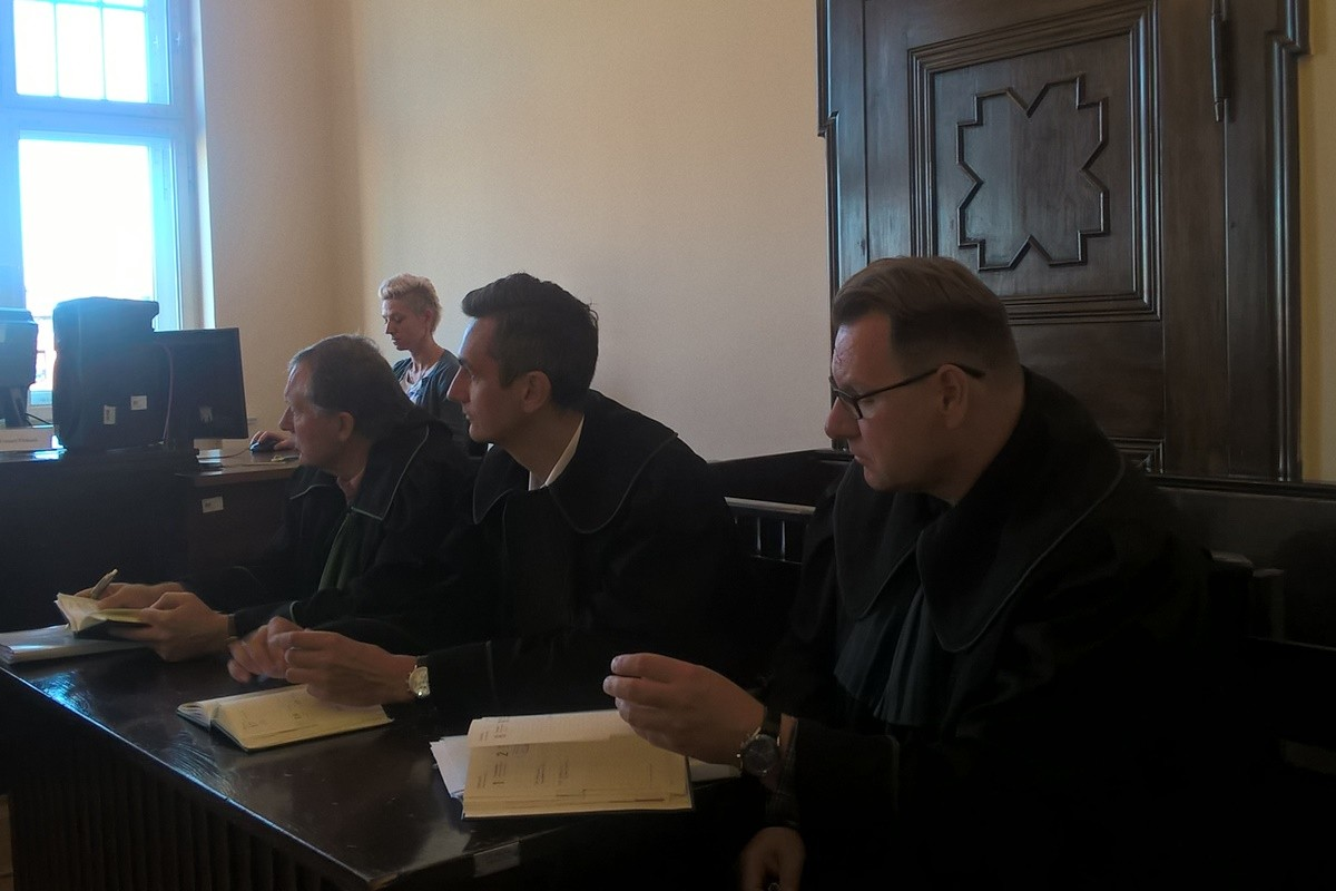 Pałuckie Centrum Zdrowia - adwokaci oskarżonych kobiet_ SF