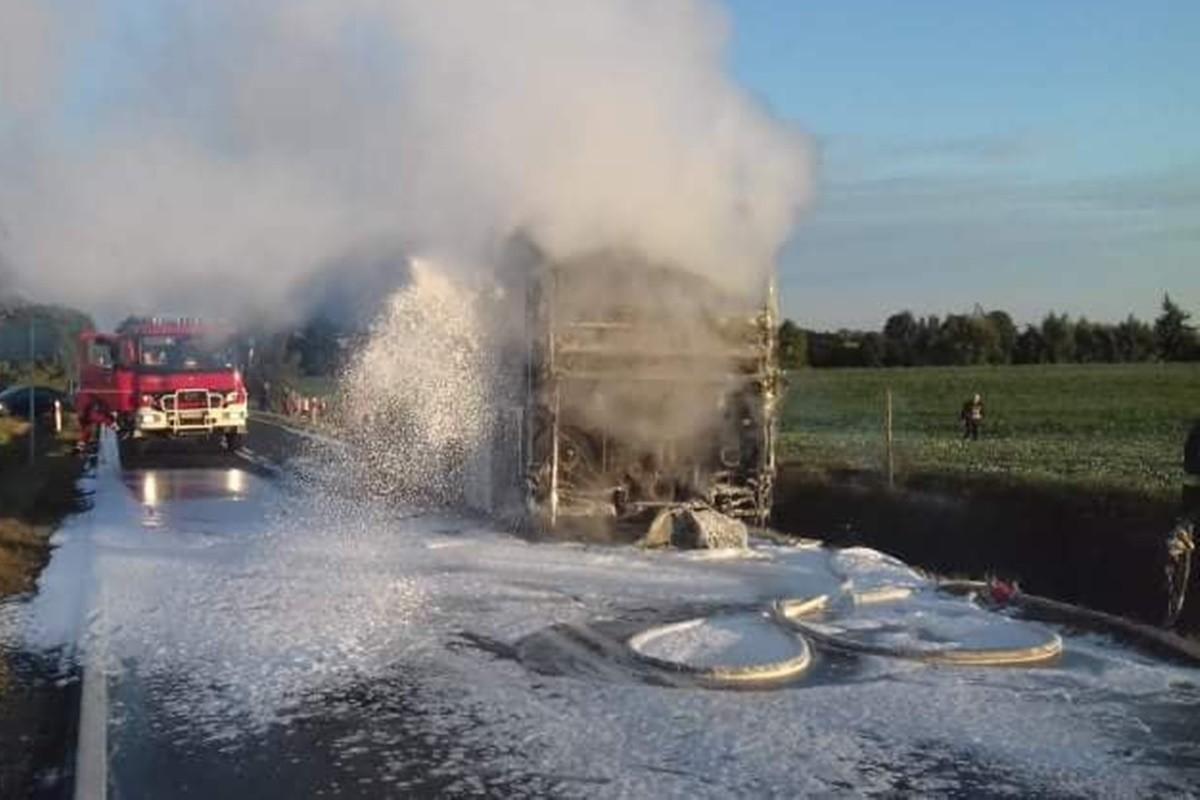 pożar autobusu_dk25 buszkowo - osp mąkowarsko-1