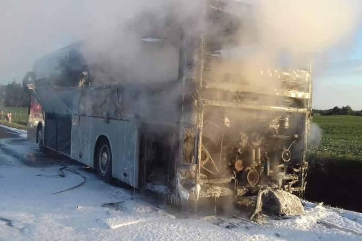 pożar autobusu_dk25 buszkowo - osp mąkowarsko-4