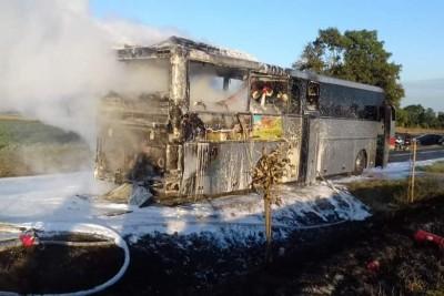 pożar autobusu_dk25 buszkowo - osp mąkowarsko