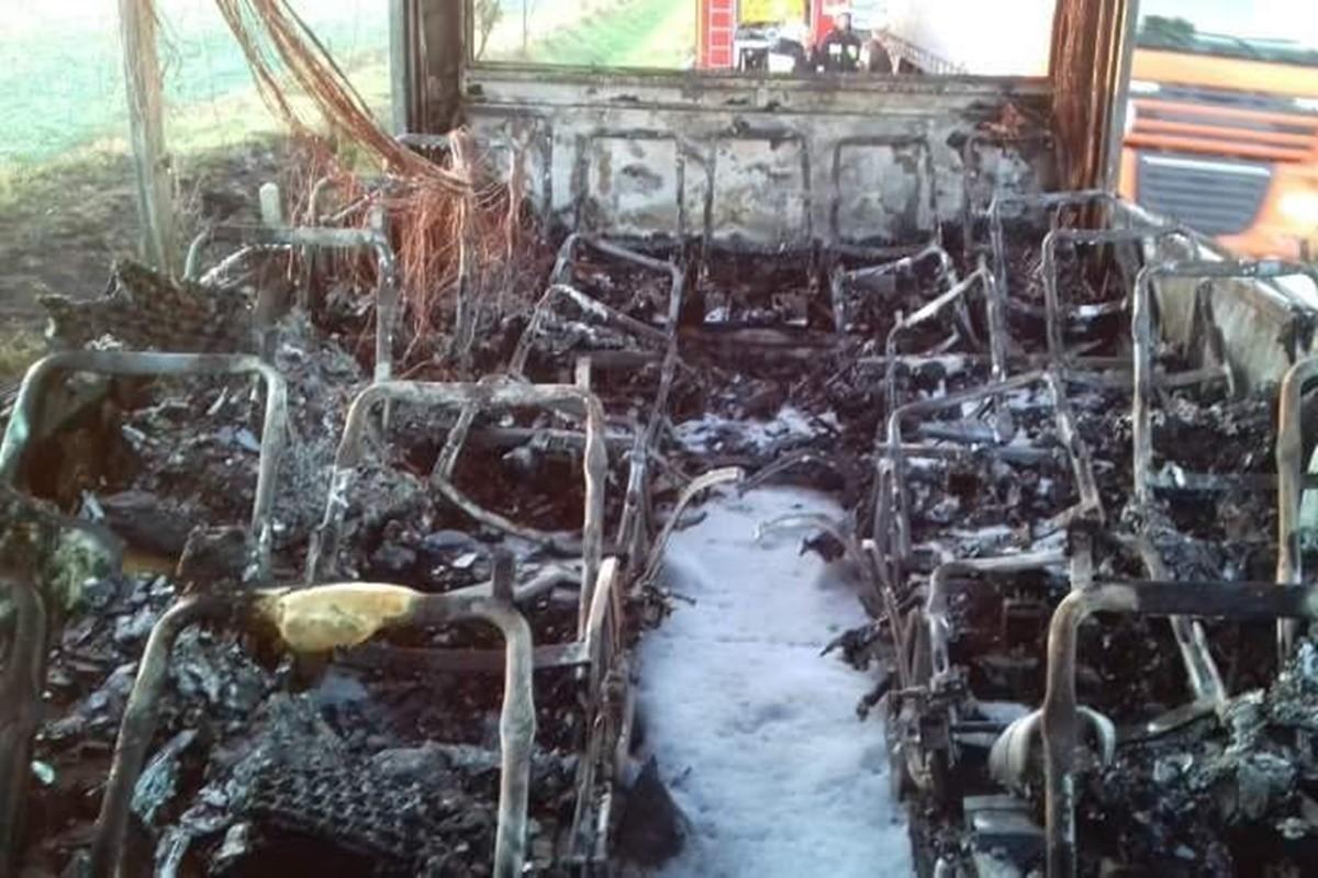 pożar autobusu_dk25 buszkowo - osp mąkowarsko-7