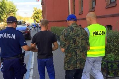 zatrzymanie - rozbój na Szwederowie_ doprowadzenie do SO Bydgoszcz - KWP Bydgoszcz (1)