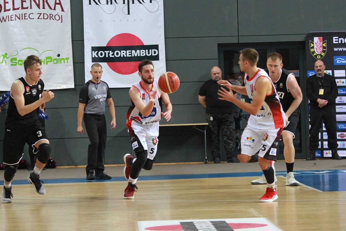 I liga koszykarzy_ Enea Astoria Bydgoszcz-AZS AGH Kraków_ Michał Aleksandrowicz, Marcin Nowakowski_ SF