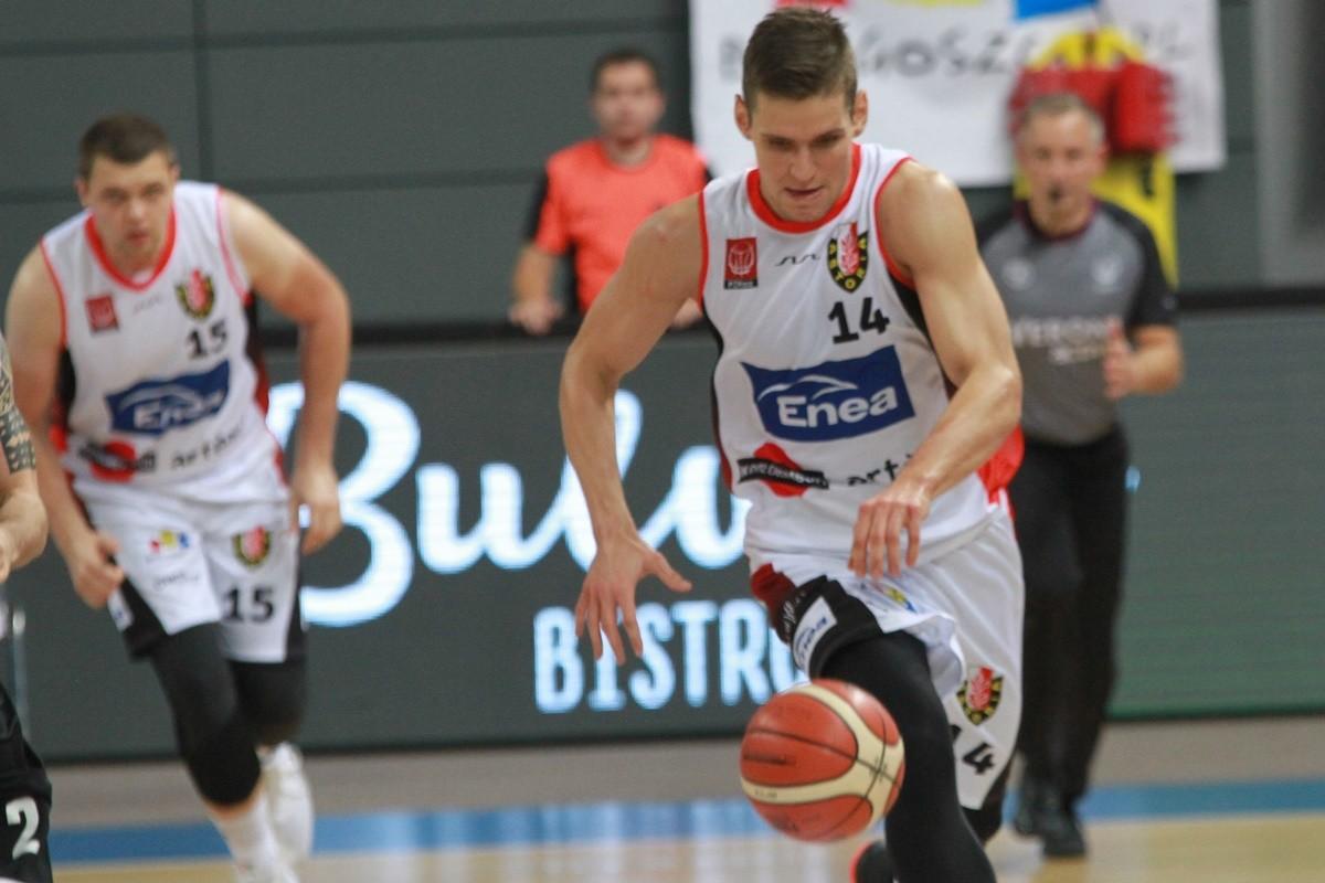 I liga koszykarzy_ Enea Astoria Bydgoszcz-AZS AGH Kraków_ Mikołaj Grod - SF
