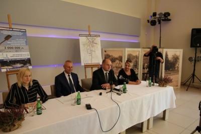 Ryszard Brejza, Piotr Całbecki - podpisanie umowy_ Świetlny Inowrocław_ UM Inowrocław
