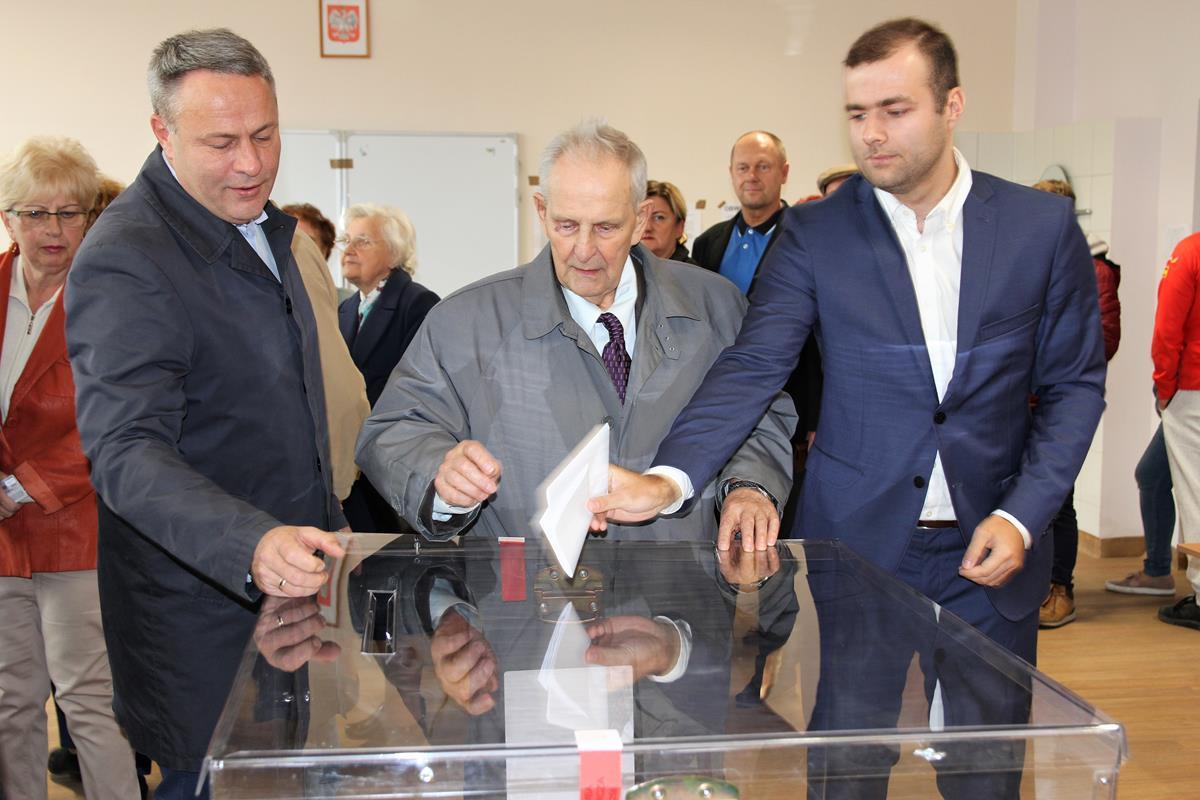 Wybory_Bruski głosuje_SG (11)