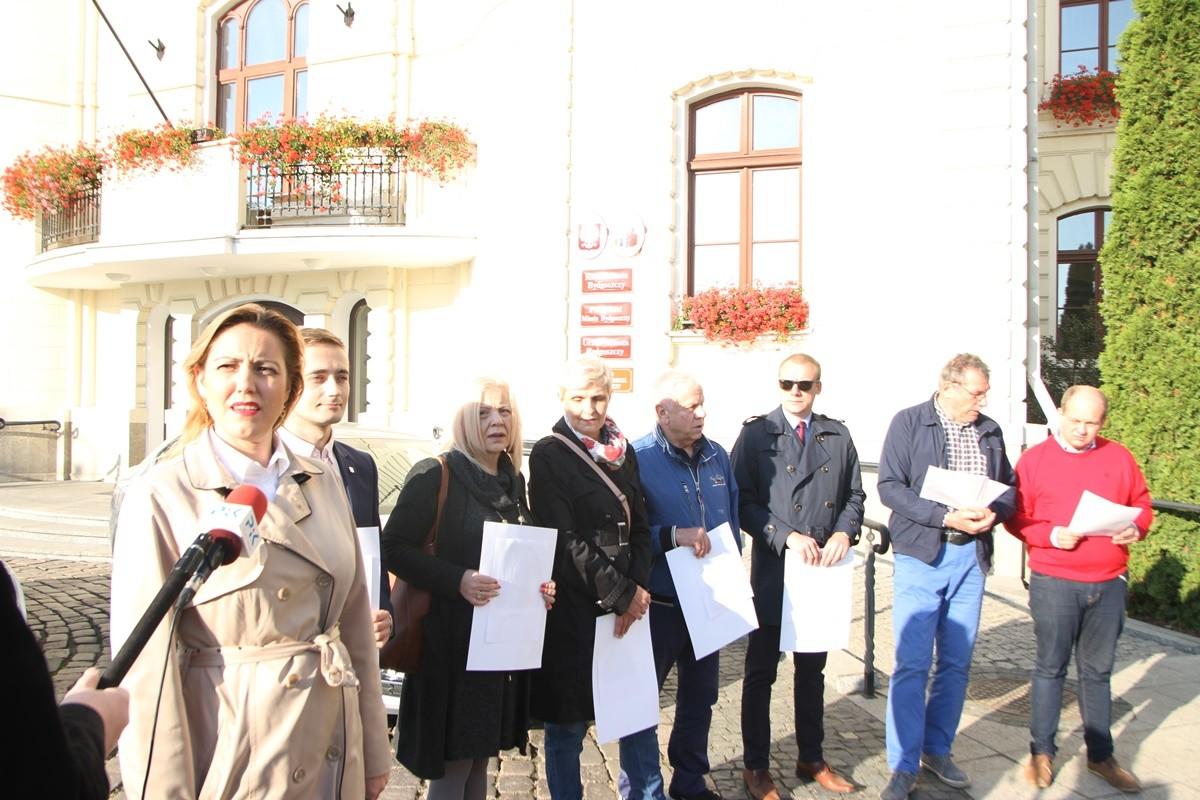 konferencja PiS przed UM Bydgoszcz - SF