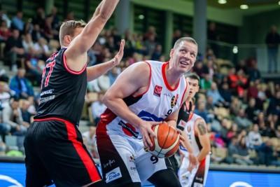 I liga koszykarzy_ Enea Astoria Bydgoszcz-WKK Wrocław_ Jakub Dłuski - Ryszard Wszołek (1)