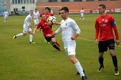 III liga piłki nożnej_ Jarota Jarocin-Chemik Moderator Bydgoszcz_ Dawid Borucki-jarota.com - nadesłane-1
