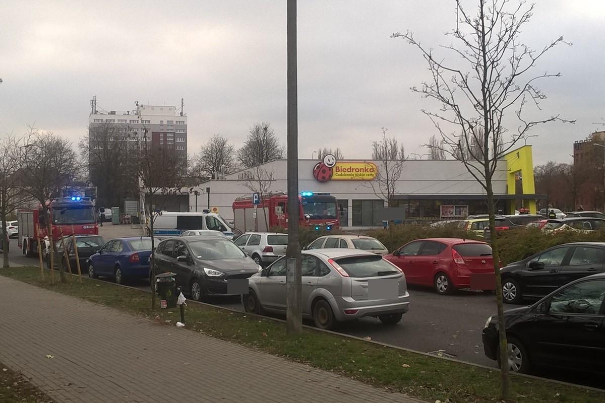 akcja służb_ Biedronka, ul. Sportowa_ SF (2)