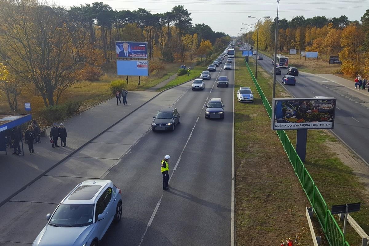 policyjna akcja Znicz 2018_ korek w pobliżu cmentarza ul. Wiślana_ KWP Bydgoszcz-1