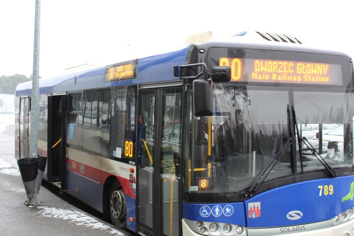 Autobus_ linia 80 - kierunek dworzec PKP Bydgoszcz Główna (przystanek Port Lotniczy)_ SF