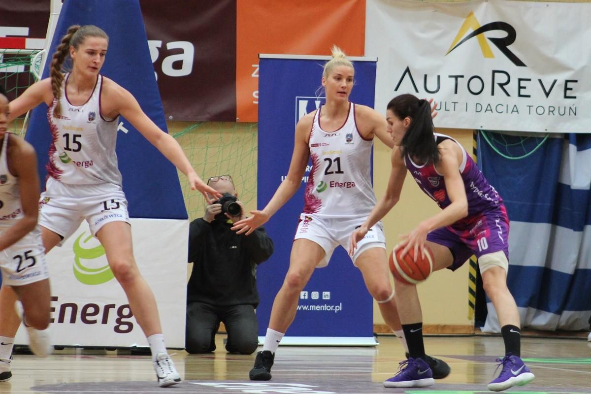 Energa Basket Liga Kobiet_ Energa Toruń-Artego Bydgoszcz_ Hala Spożywczak Toruń_ Dragana Stanković-Laura Svaryte_ SF
