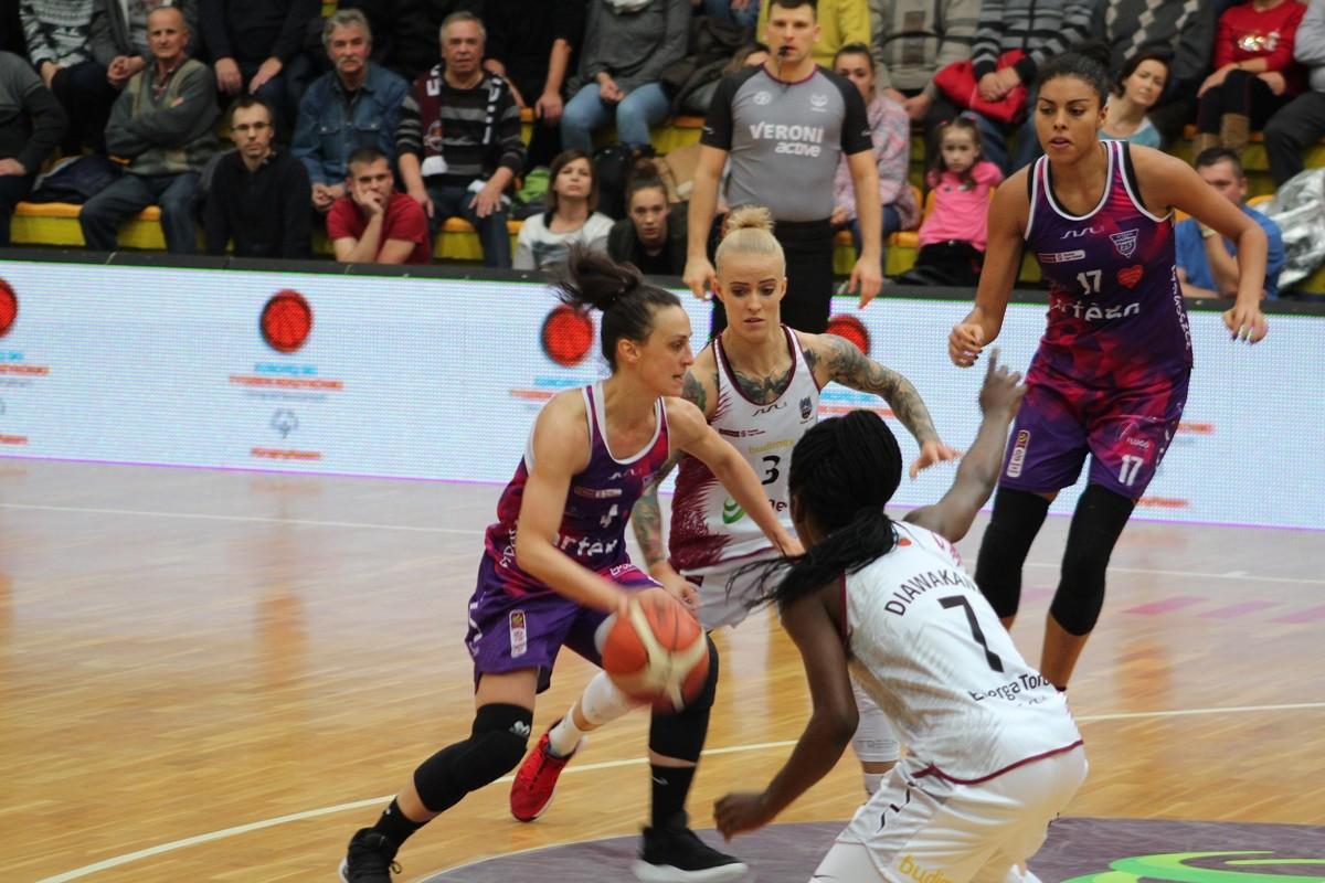 Energa Basket Liga Kobiet_ Energa Toruń-Artego Bydgoszcz_ Hala Sportowa Spożywczak_ Tamara Radocaj-Angelika Stankiewicz- SF