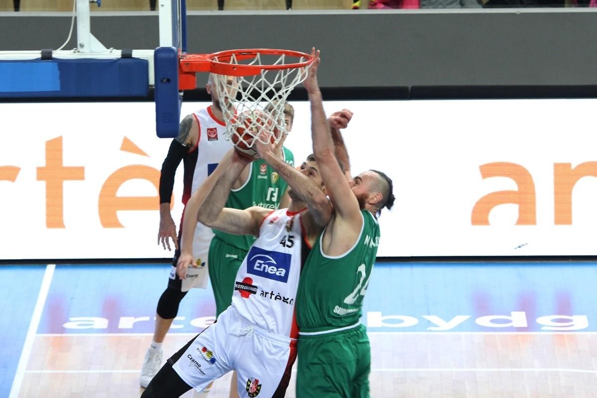 I liga koszykarzy_ Enea Astoria Bydgoszcz-FutureNet Śląsk Wrocław_ Artego Arena Bydgoszcz_ Łukasz Frąckiewicz-Karol Michałek_ SF (2)