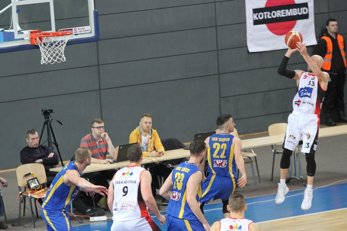 I liga koszykarzy_ Enea Astoria Bydgoszcz-SKK Siedlce_ Grzegorz Kukiełka_ SF