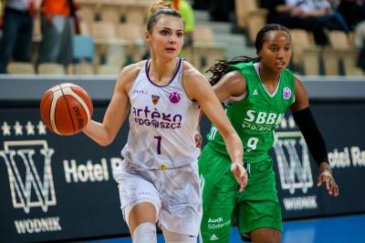 Puchar Europy FIBA_ Artego Bydgoszcz-Södertällje Basket_ Agnieszka Szott-Hejmej - Deanna Hope Weaver_ RW