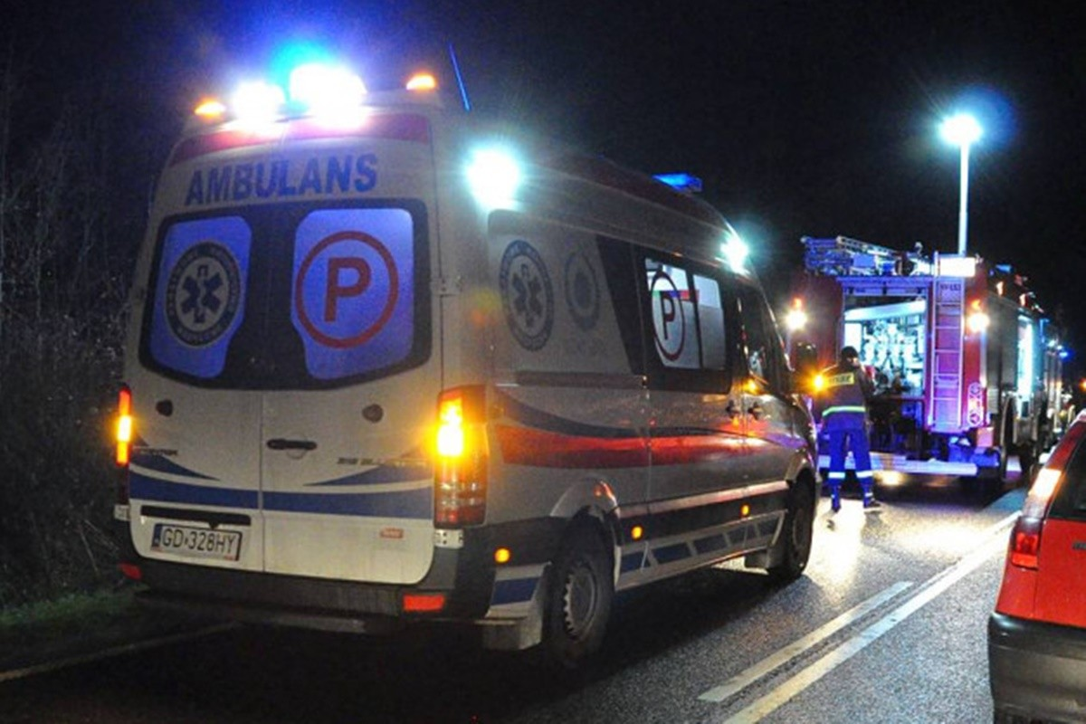 ambulans, straż pożarna_ na sygnale_ MR