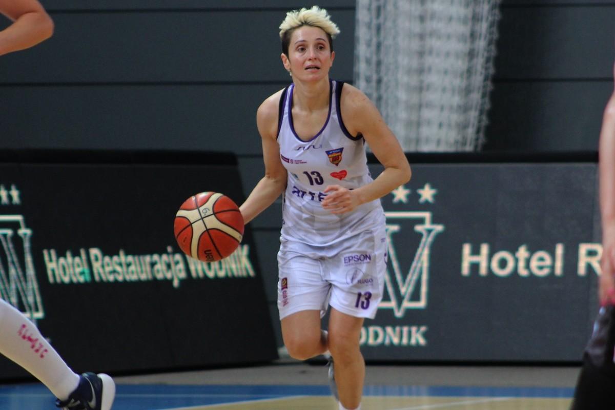 Energa Basket Liga Kobiet_ Artego Bydgoszcz - Energa Toruń_ Julie McBride - SF
