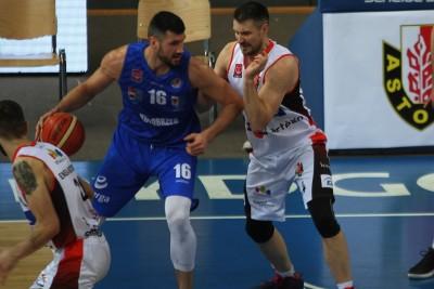 I liga koszykówki_ Enea Astoria Bydgoszcz - Energa Kotwica Kołobrzeg_ Dorian Szyttenholm - Łukasz Bodych - SF