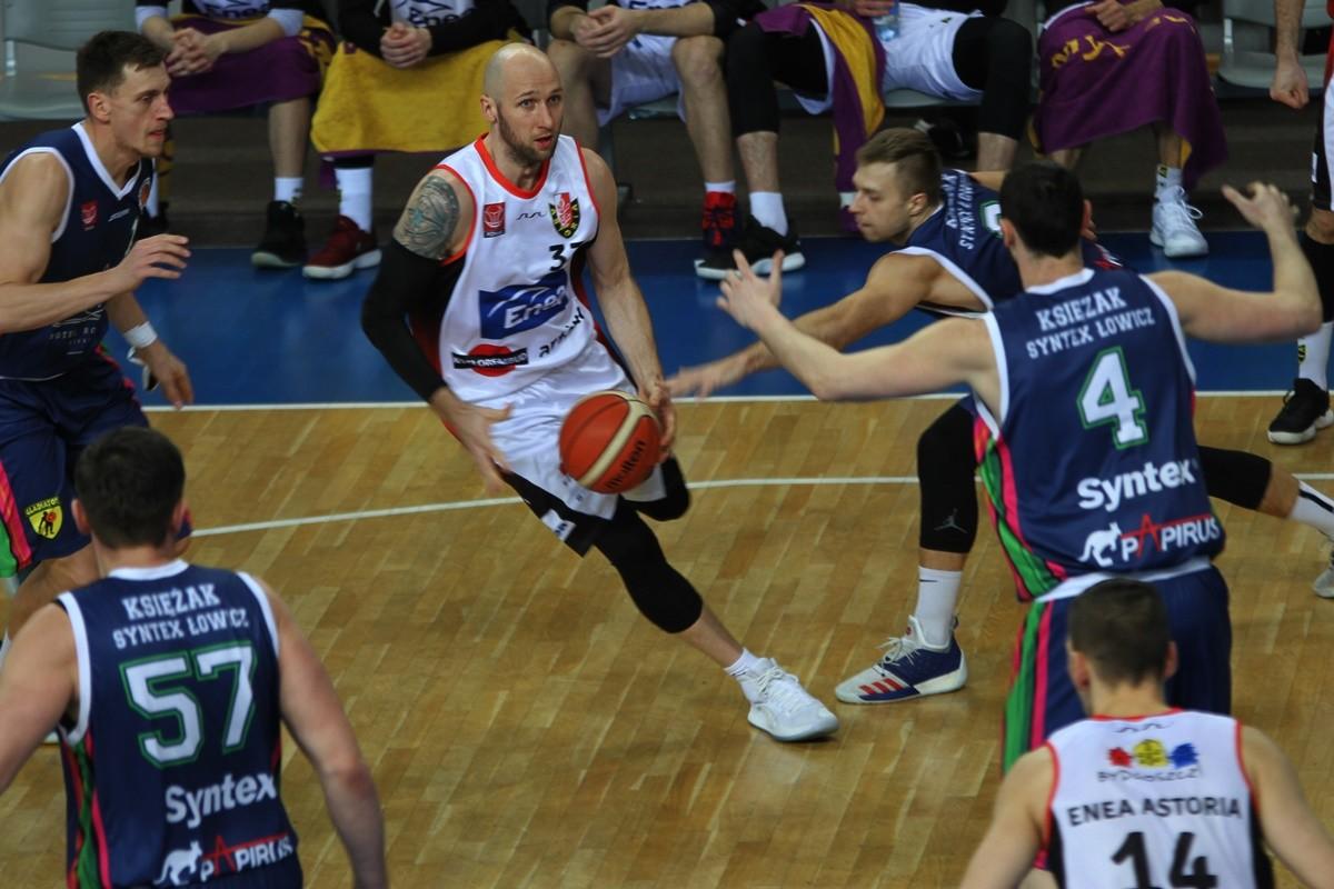 I liga koszykarzy_ Enea Astoria Bydgoszcz - Księżak Syntex Łowicz_ Grzegorz Kukiełka - SF