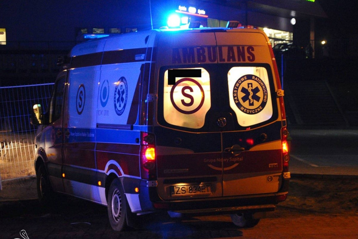 ambulans S_ na sygnale  - MR