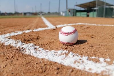 baseball-field-1563858_1920