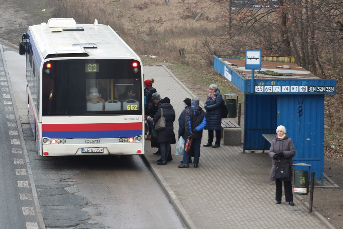 Autobus_ linia 83 - kierunek Czyżkówko_ przystanek Fordońska-Wiślana_ JS