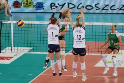 Liga Siatkówki Kobiet_ Bank Pocztowy Pałac Bydgoszcz - #Volley Wrocław_ Patrycja Polak-Balmas, Kinga Różyńska - Aleksandra Rasińska_ JS