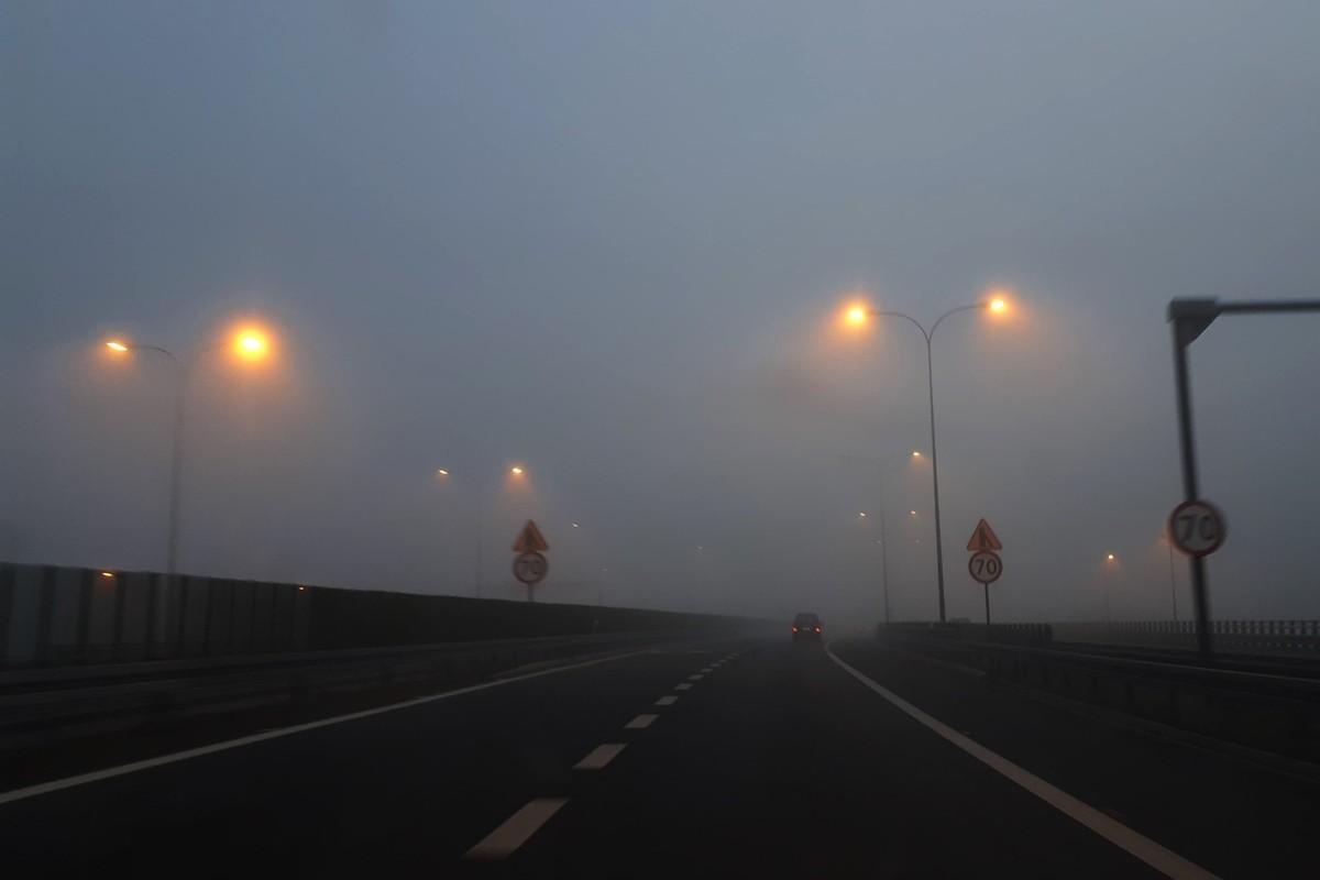 8-11-2019_ mgła, dk5, traffic, białe błota - MR