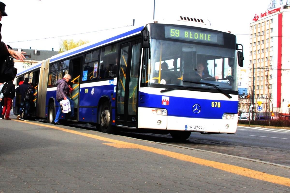 Autobus_ Mercedes-Benz Conecto - Linia 59, kierunek Błonie - przystanek rondo Jagiellonów - SF