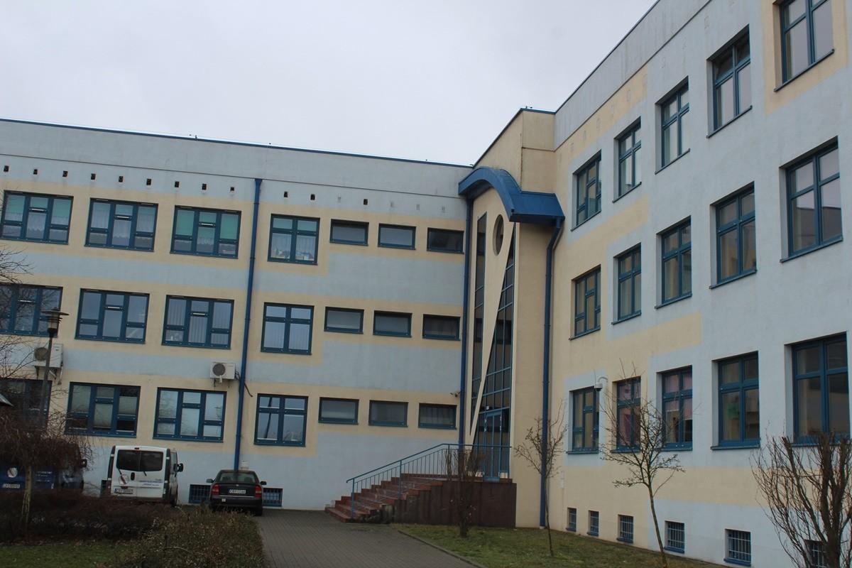 Szkoła Podstawowa im. J. Verne'a Białe Błota - SF (1)