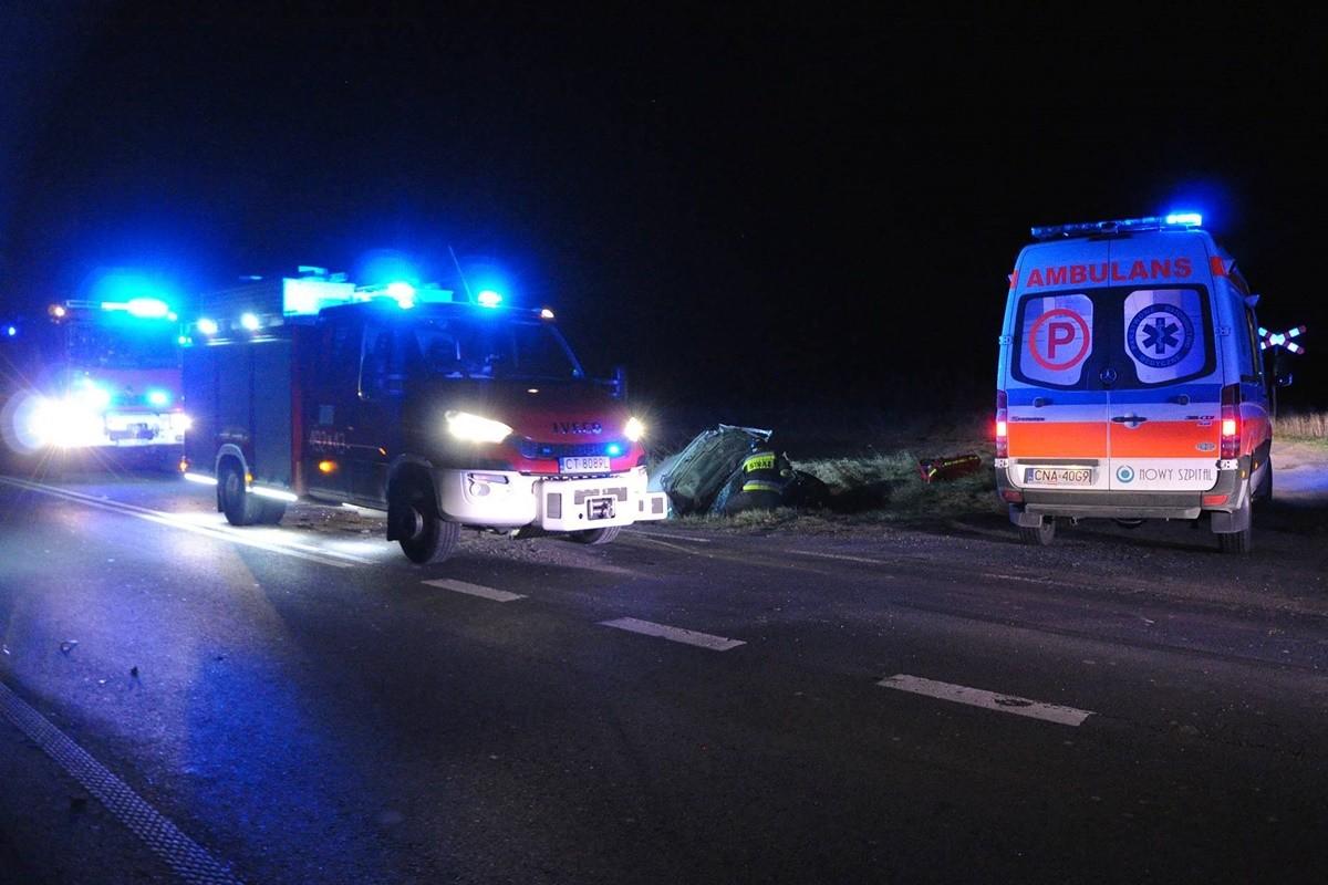 wypadek_ DW247 Ameryczka (pow. nakielski) - ambulans, straż pożarna_ na sygnale - MR (6)